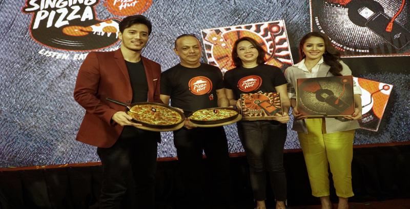 The Singing Pizza beri pengalaman baharu kepada pelanggan