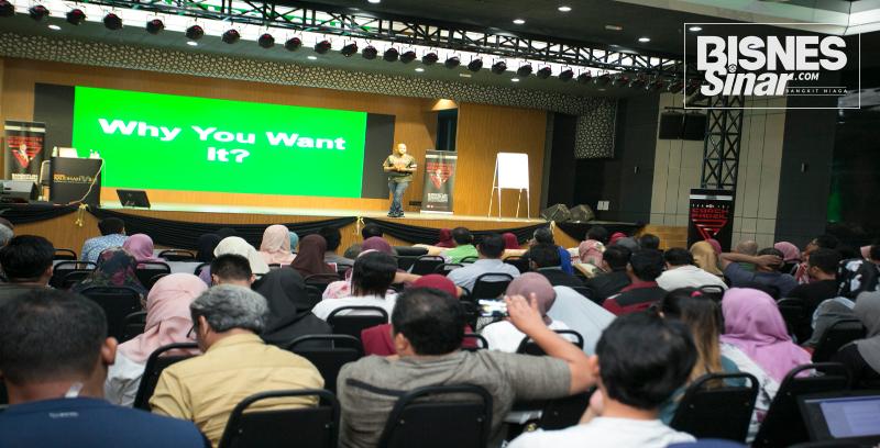 Seminar Ayuh Bangkit bimbing usahawan mengenai kaedah urus strategi pemasaran