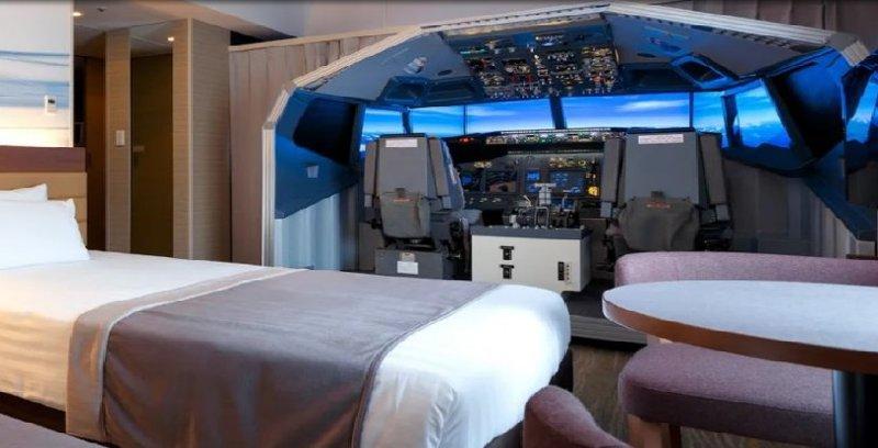Belajar 'pandu pesawat' dalam kamar hotel