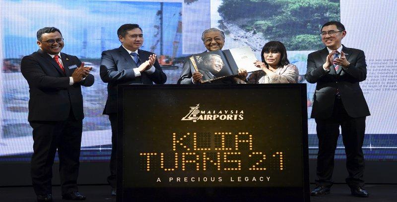 'Bukan saya yang luluskan DreamEDGE bangun kereta nasional ketiga' – Dr Mahathir