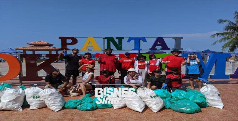 Peachy Clean bersih pantai Teluk Kemang