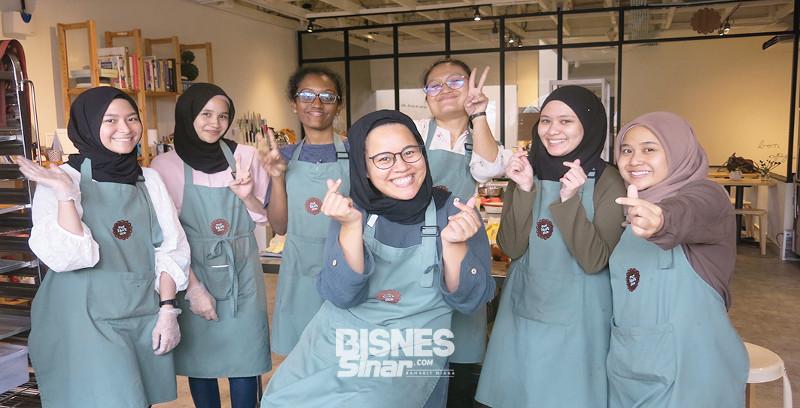 Siti Aishah tinggal kerjaya pereka grafik, fokus kejar impian bina perniagaan bakeri